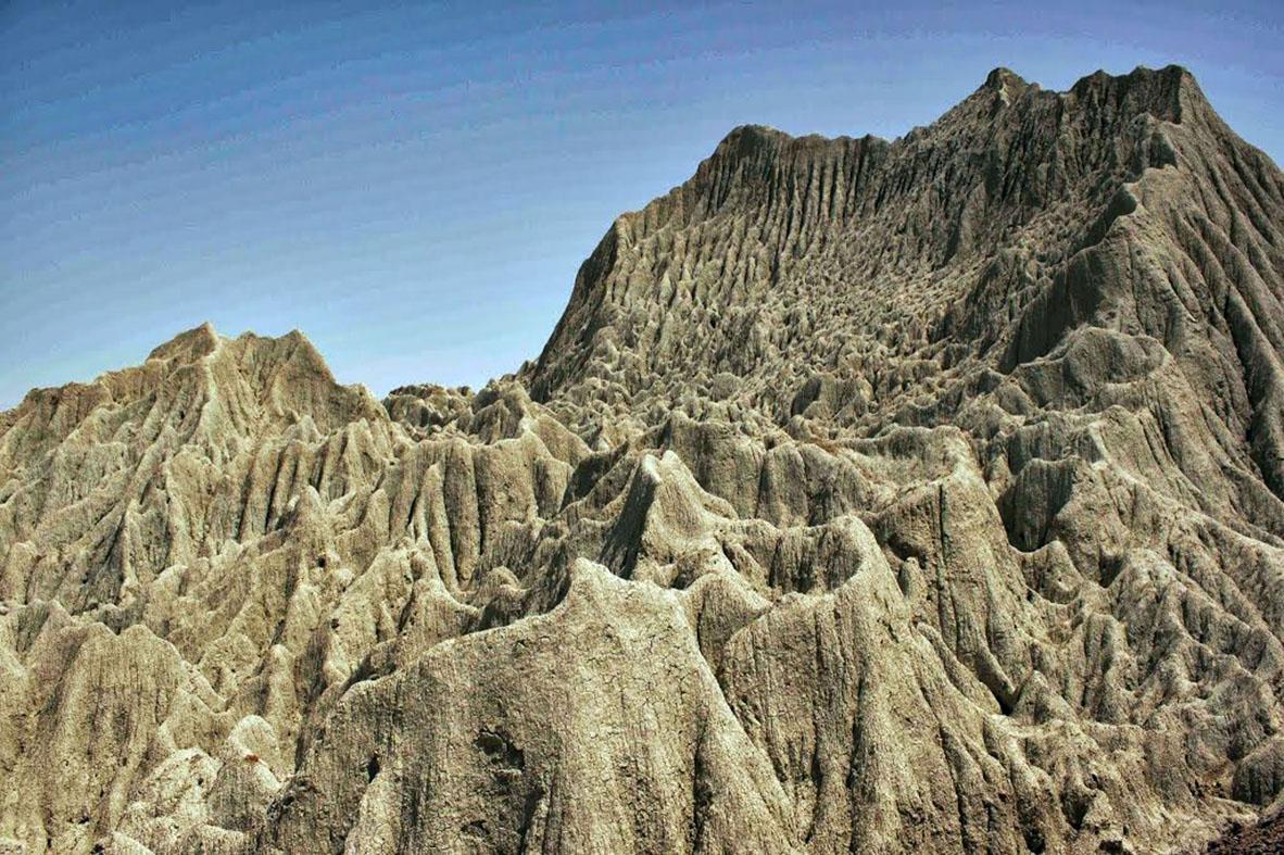 Mountains of Mars-balouchestan - negar najafian