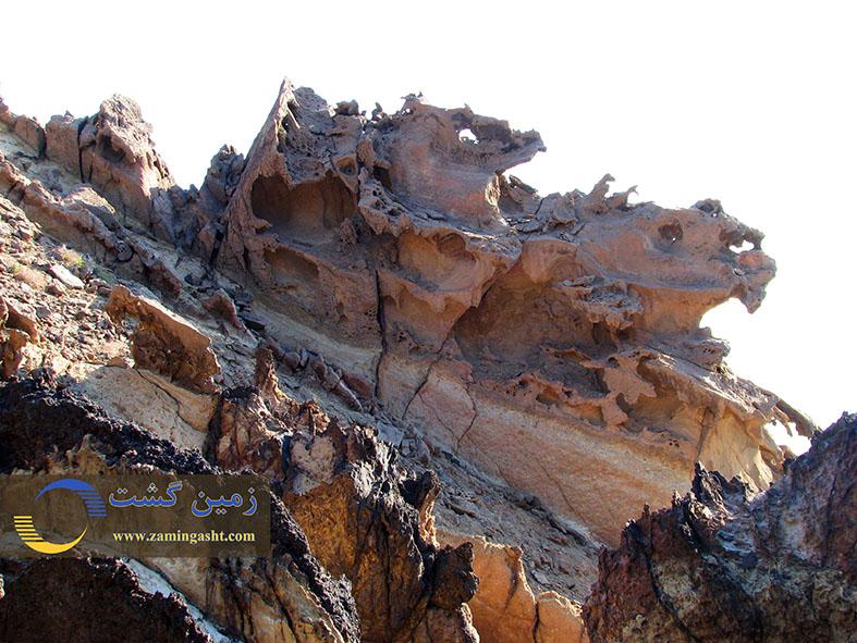 فرسایش سنگ ها آنها را به شکل پیکره هایی در آورده است که اشکال مختلفی را به ذهن متبادر می کنند.