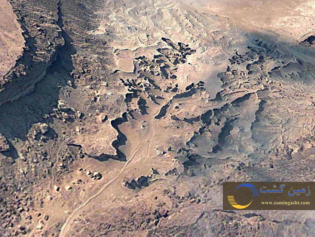 """تصویر هوایی از """"دره ستاره ها"""" دید به سوی جنوب باختر است."""